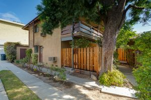 Side view of 6 unit apartment property for sale at 315 Pleasant St, Pasadena, CA 91101